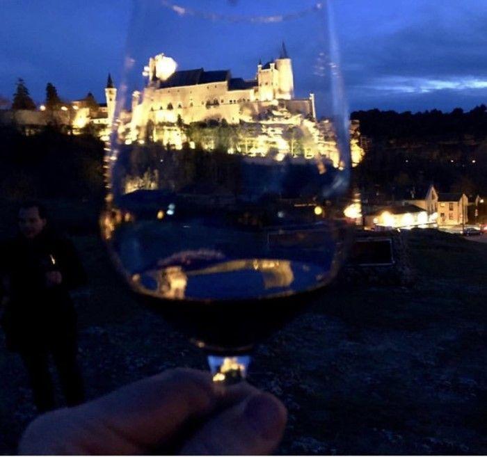 Alcazar de Segovia con vino